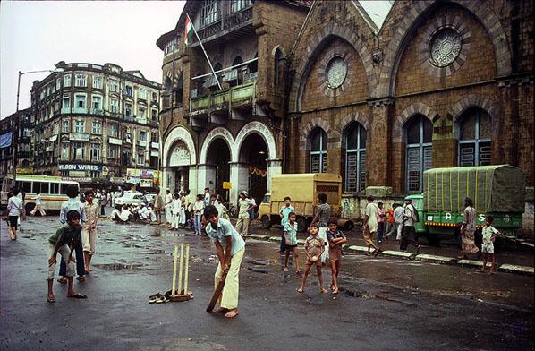 Street Cricket, Mumbai Bombay 1983 | Rennie Ellis ...